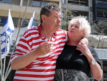 С супругой во дворе ребилитационного центра